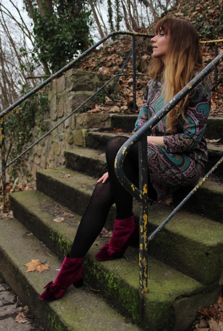 mia_und_ich_arcadia_pantone_fruehling _farben _trends_etro_paisley_kleid_asos_schleife_stiefelette